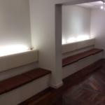 ピアノホール 壁面ベンチ